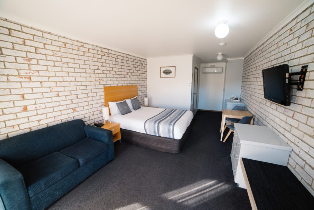 The Heritage Bendigo Motel Deluxe Queen Room