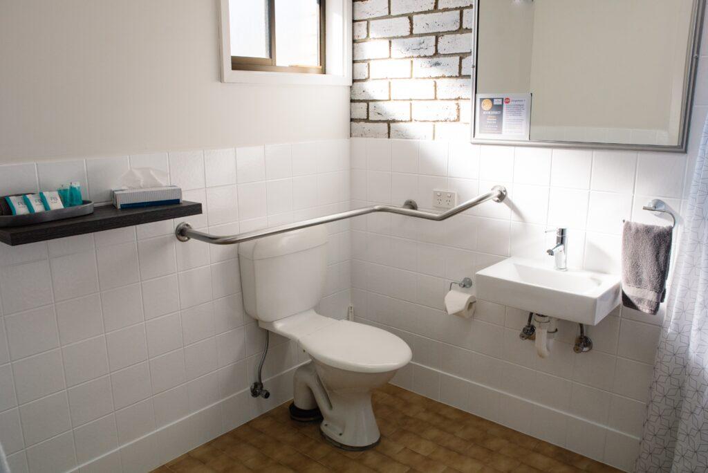 Heritage Motel Bendigo Accessible Bathroom